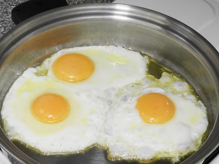 三顆荷包蛋
